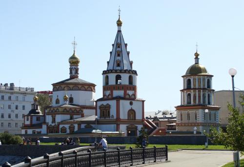 伊尔库河边教堂