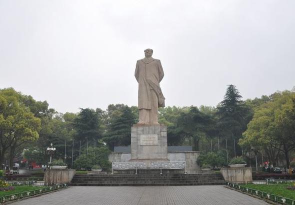 毛泽东同志雕像